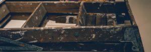 Garaż ubrudzony betonem – który płyn to wyczyści?
