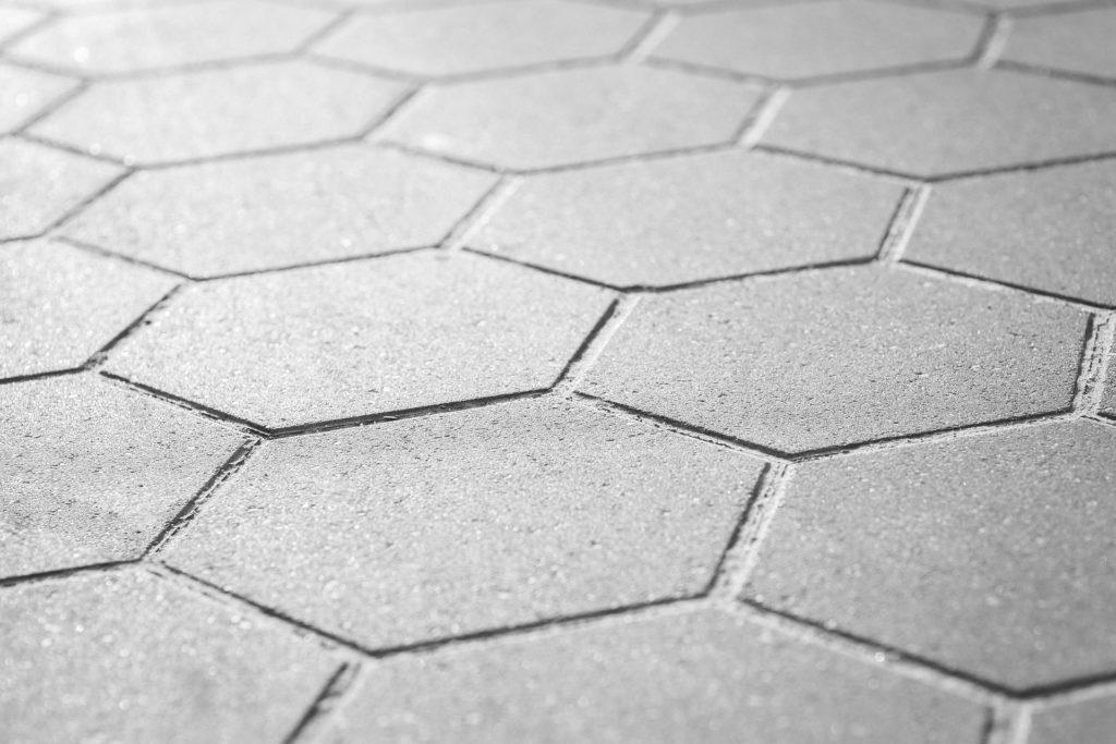 Jak przeprowadzić operację czyszczenia betonu?